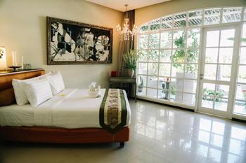 Villa Kresna Bali - Casa Artista Pool View Room Regular Plan