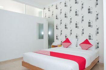 OYO 1454 111 Residence Malang - Deluxe Double Room Regular Plan