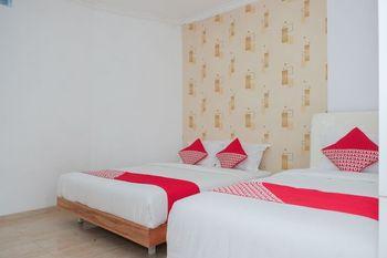 OYO 1454 111 Residence Malang - Suite Triple Regular Plan