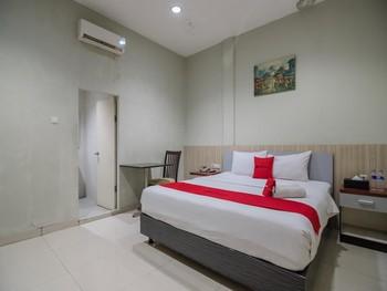RedDoorz Plus near Simpang Rimbo Jambi Jambi - Premium Room Long Stays 3D2N