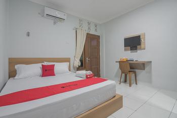 RedDoorz near RSUD Dr. Abdul Aziz Singkawang - RedDoorz Room BASIC DEALS