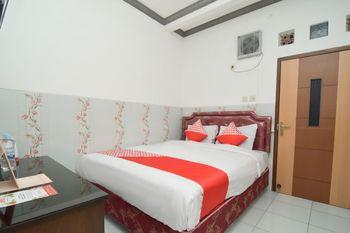OYO 1480 Villa Dua Putri Pasuruan - Standard Double Room Last Minute