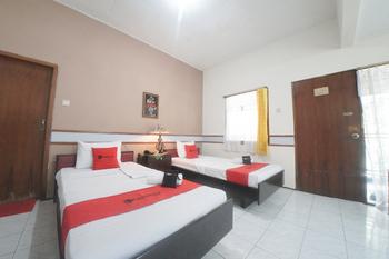 RedDoorz near Balai Kota Malang Malang - RedDoorz Twin Room Last Minute