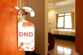 OYO 517 Hotel Arjuna Lawang Malang -  Deluxe Double Room Regular Plan