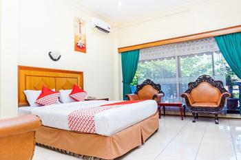 OYO 375 Hotel Bougenvile Padang - Suite Double Room Regular Plan