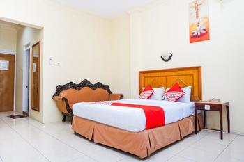 OYO 375 Hotel Bougenvile Padang - Standard Double Room Regular Plan