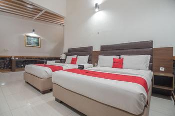 RedDoorz @Hegarmanah Bandung - RedDoorz Family Room Regular Plan
