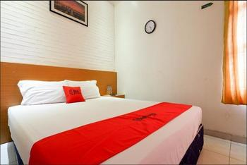 RedDoorz near Universitas Diponegoro 2 Semarang - RedDoorz Deluxe Room Regular Plan