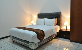RedDoorz near Riau Street 2 Bandung - Reddoorz Room Today's Deal