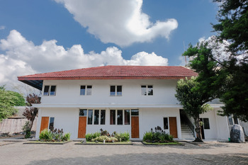 OYO 888 Grand Ijen Guest House