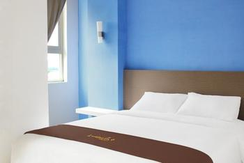 Luxpoint Hotel Surabaya - Superior Room with Breakfast Regular Plan