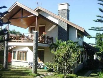 Villa Istana Bunga 3 Bedrooms Bandung - 3 Bedrooms With Breakfast Regular Plan