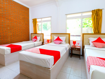 OYO 1206 Lombok Guest House Lombok - Standard Family Room Regular Plan