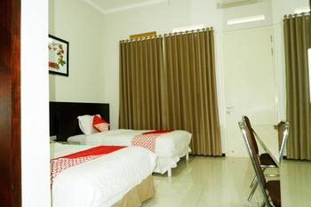 OYO 493 Permata Jingga AA 19 Boutique Syariah Malang - Standard Twin Room Regular Plan