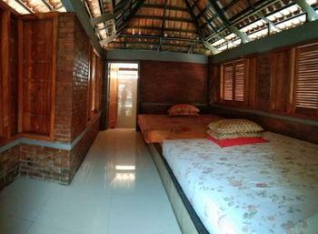 Villa Mediana Mojokerto - Villa Teta 9 Bedroom Villa Room Only FC MLOS 4N - 44%