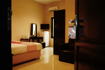 OYO 503 Hotel Belitong Belitung -  Deluxe Double Room Regular Plan