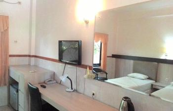 Hotel Surakarta 1 Tulungagung - Deluxe Room Only 1 Regular Plan