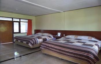 Bromo Permai 1 Probolinggo - Deluxe Triple Room Regular Plan