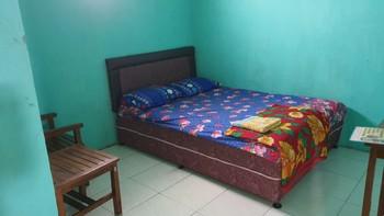 OYO 3969 Villa Bu Kris Mojokerto - Standard Double Room Last Minute Deal
