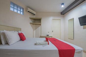 RedDoorz Plus near Museum Geologi Bandung Bandung - RedDoorz Deluxe Room with Breakfast Regular Plan
