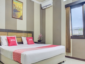 OYO 3951 Hotel Tw Rancagoong Cianjur - Deluxe Double Room Last Minute Deal