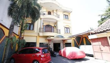 RedDoorz near Ambarukmo Plaza 3