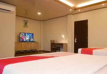 OYO 740 Joyful Hotel Belitung - Suite Triple  Regular Plan