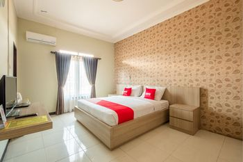 OYO 1548 Villa Aleyra Garut - Deluxe Double Room Regular Plan