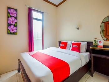 OYO 3004 Penginapan Bromo Adi Pasuruan - Standard Double Room Regular Plan