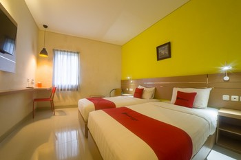 RedDoorz @ Budget Hotel Ambon Ambon - RedDoorz Suite Twin Room Regular Plan