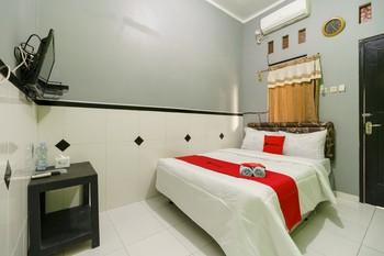 RedDoorz Syariah near Ciledug Station Cirebon - RedDoorz Room 24 Hours Deal