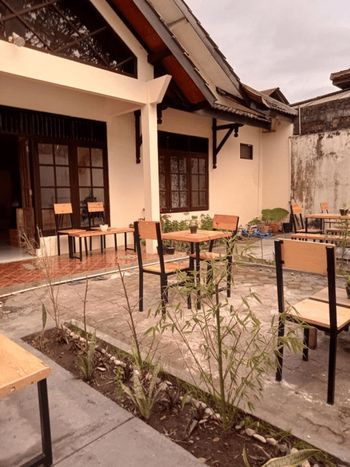 Flocation Coffee and Guest House