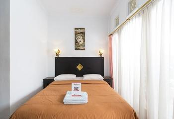 RedDoorz @Sanur Bali Beach Bali - RedDoorz Room Special Promo Gajian