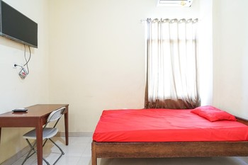 Ontario Homestay Manado - Standard Room Only FC Stay More Pay Less