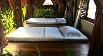 S8 Suardana Hotel Bali - Share Dormitory Fan With Window Regular Plan