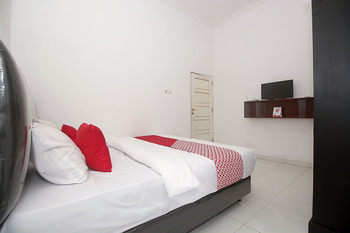 OYO 1847 Jasmine Kost Jambi - Standard Double Room Regular Plan