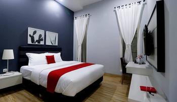 RedDoorz Premium near RS Pondok Indah Jakarta - RedDoorz Room Basic Deal