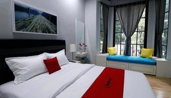 RedDoorz Premium near RS Pondok Indah La Maison Jakarta - RedDoorz Premium Room last minute