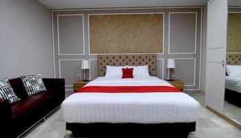 RedDoorz Premium near RS Pondok Indah Jakarta - RedDoorz Room With Breakfast Basic Deal