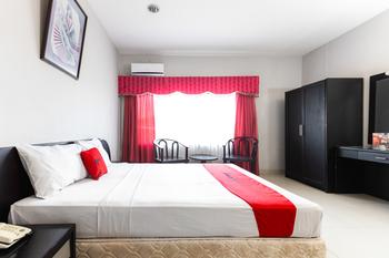 RedDoorz Plus @ Celebes Indah Hotel Makassar - RedDoorz Deluxe Room Basic Deal