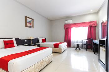 RedDoorz Plus @ Celebes Indah Hotel Makassar - RedDoorz Deluxe Twin Room Basic Deal