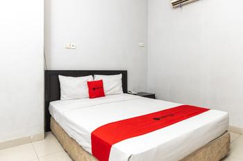 RedDoorz Plus @ Celebes Indah Hotel Makassar - RedDoorz Room Basic Deal
