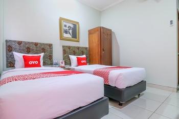 OYO 1670 Likko Inn Bali - Standard Twin Room Last Minute Deal