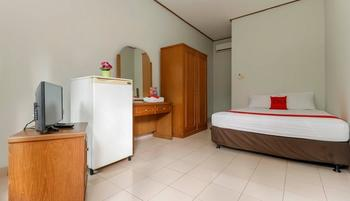 RedDoorz @Karet Pedurenan 3 Jakarta - RedDoorz Premium with Breakfast Regular Plan