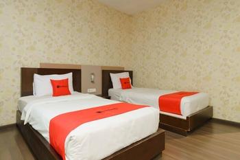 RedDoorz @ Cikarang 2 Bekasi - RedDoorz Twin Room Basic Deal
