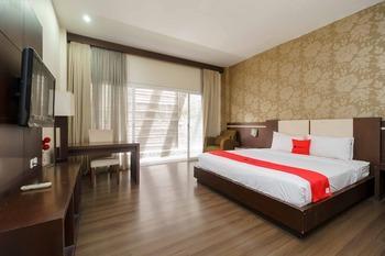 RedDoorz @ Cikarang 2 Bekasi - RedDoorz Suite Room Basic Deal