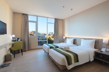 Grand Whiz Megamas Manado Manado - Premiere Room Breakfast Regular Plan
