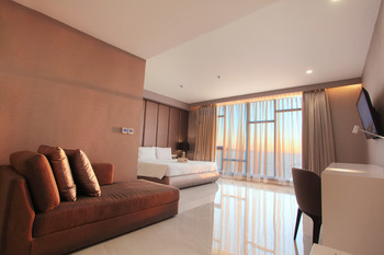 Grand Whiz Megamas Manado Manado - Suite Room Breakfast Regular Plan