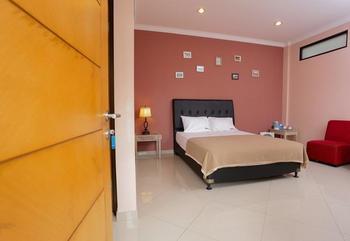 RedDoorz @Sersan Bajuri Bandung - RedDoorz Room with Breakfast 24 Hours Deal