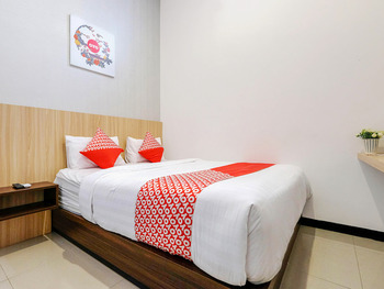 OYO 1137 Ndalem Panularan Solo - Standard Double Room Regular Plan